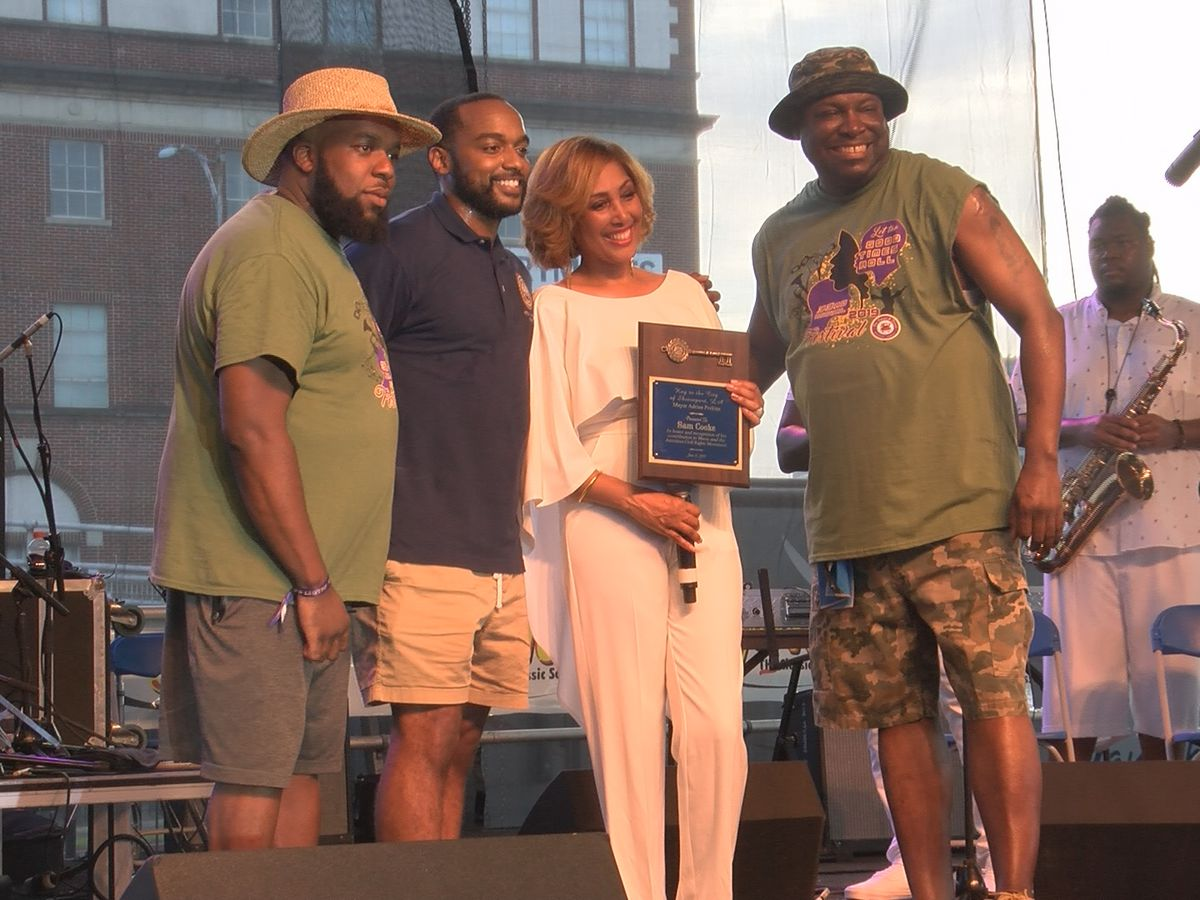 Shreveport mayor apologizes to the late Sam Cooke, awards posthumous key to the city