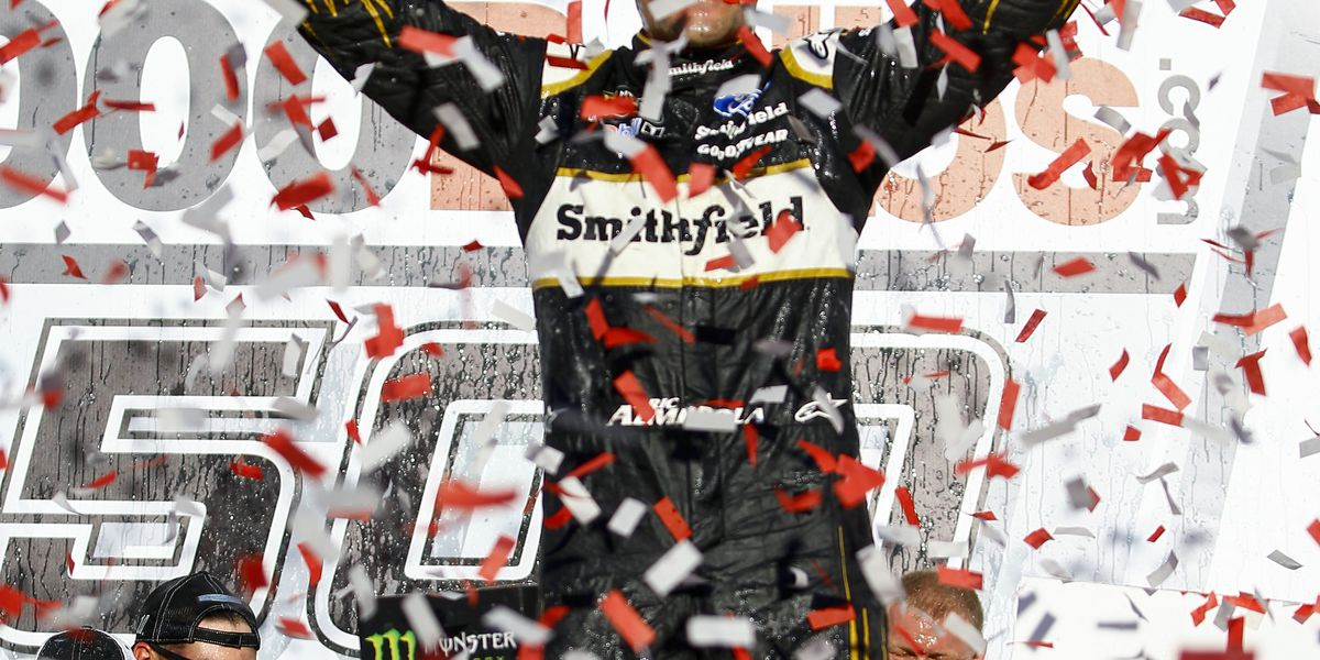 Elliott reverses fortunes in Dover for playoff victory