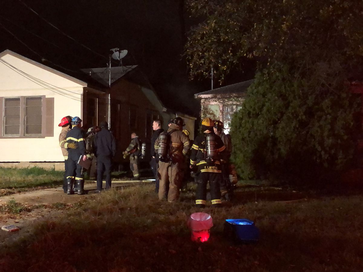Fire heavily damages house in Shreveport