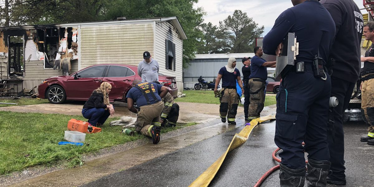 Two people escape mobile home fire in west Shreveport