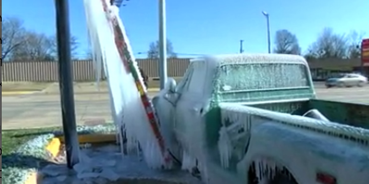 Workers tough out the brutal cold in Texarkana