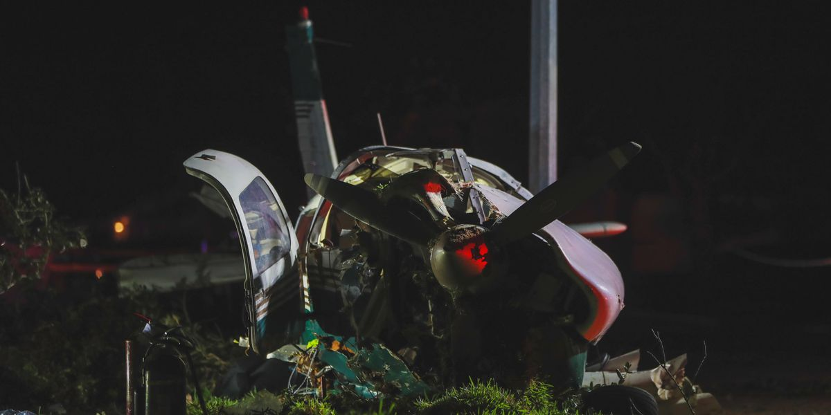 2 people injured when plane out of Tyler crashes in Houston