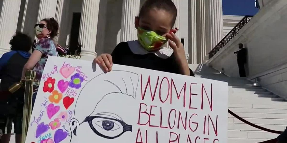 Girl, 6, pays respects to Ginsburg at Supreme Court
