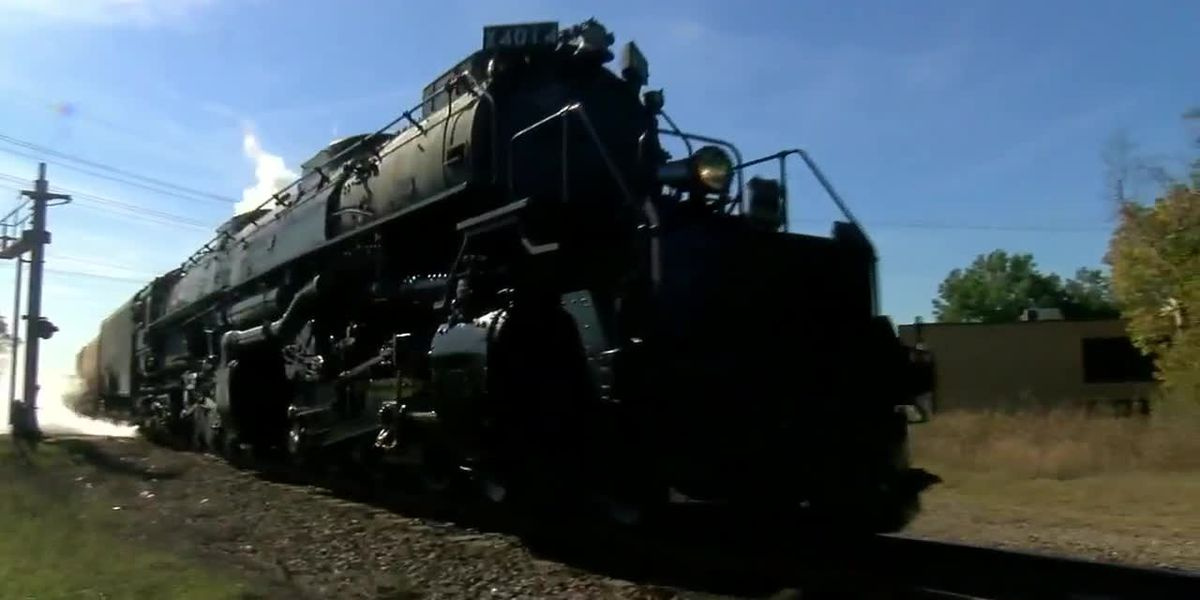 'Big Boy' steam engine rolls through East Texas