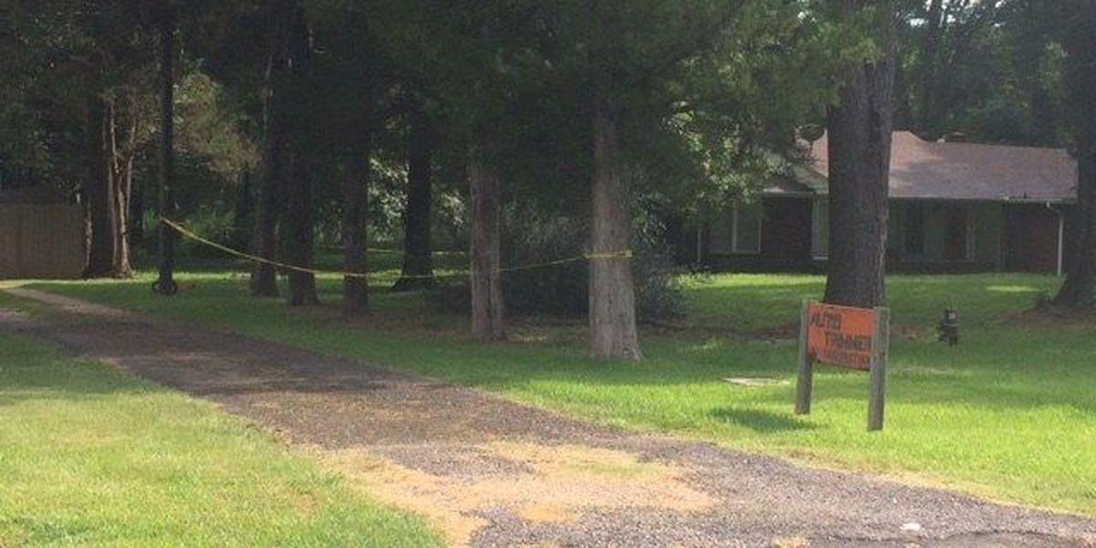 Police investigating body found in W. Shreveport driveway