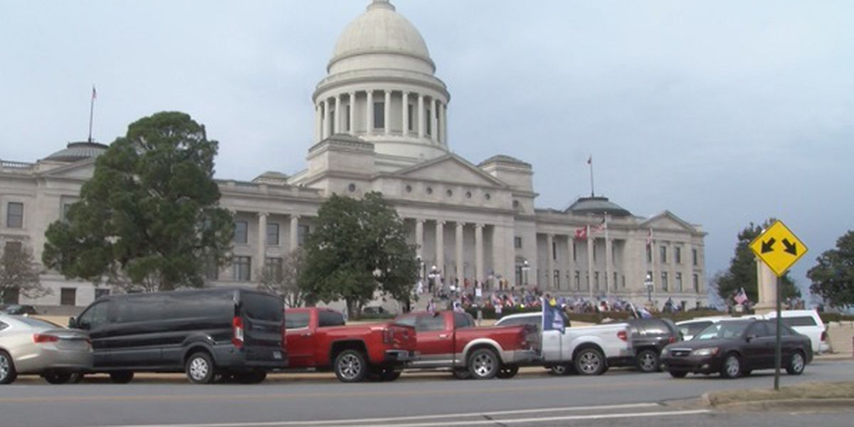 Protesters gather outside Arkansas State Capitol in support of Pres. Trump