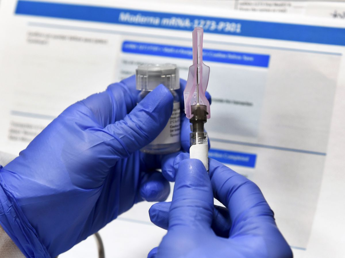 US regulators seek advice on thorny issues as vaccines near