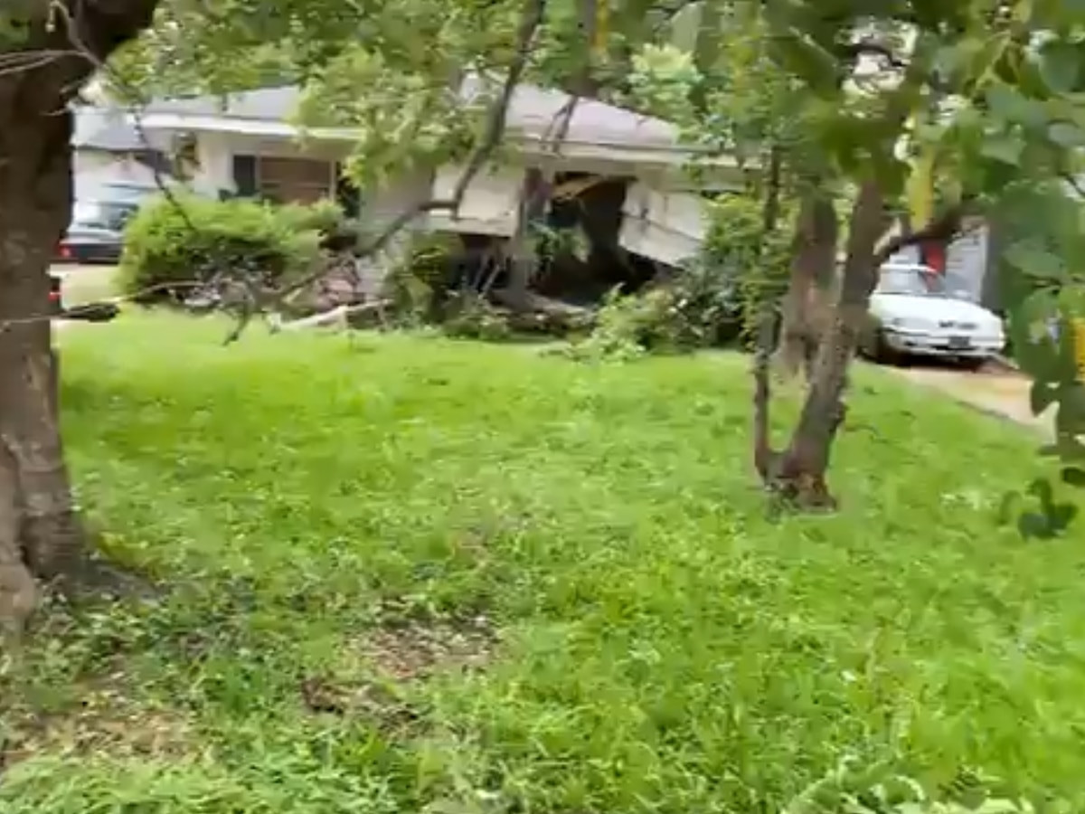 Vehicle crashes into home in Hollywood neighborhood
