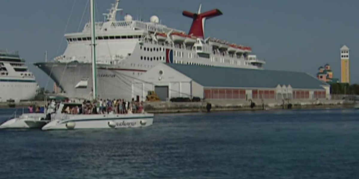 Florida sues federal government to allow cruises to sail