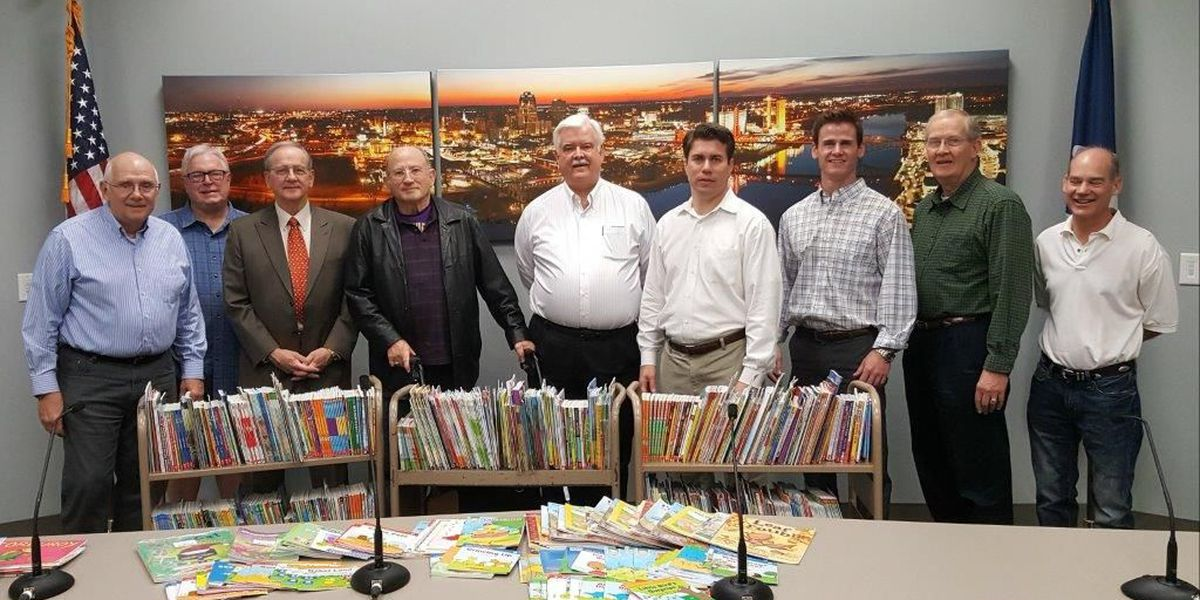 Rotary Club donates more than 1,100 books to Shreve Library