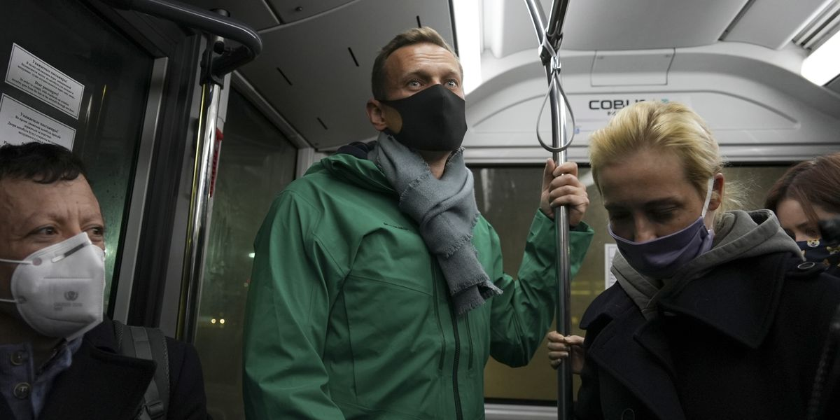 Kremlin critic Navalny detained after landing in Moscow