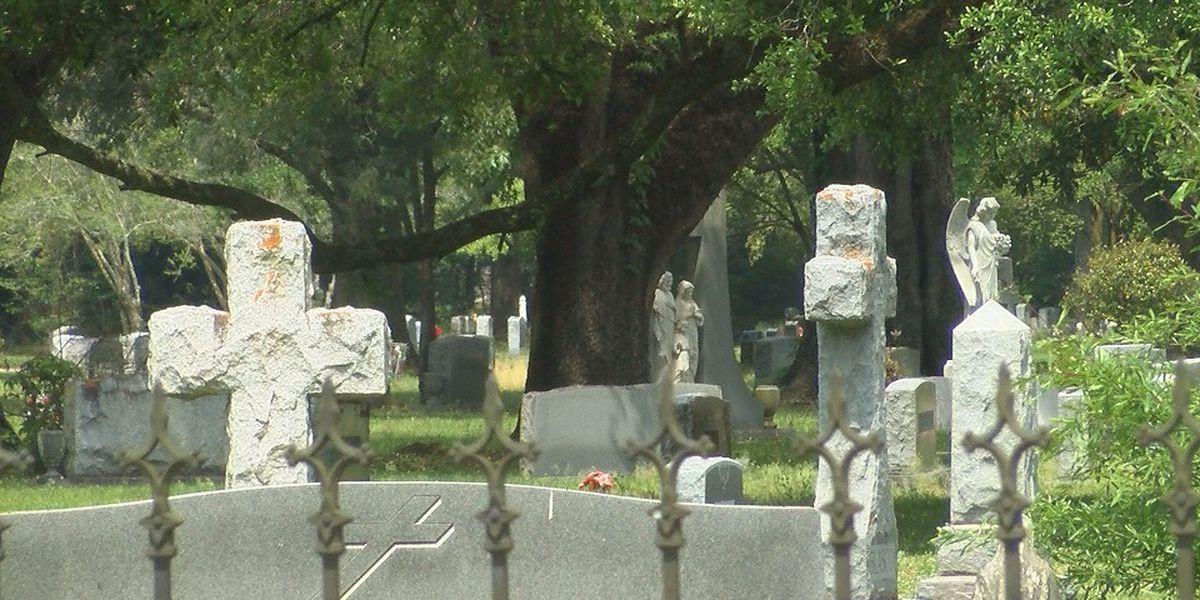 Funeral homes adjust services based on federal guidelines