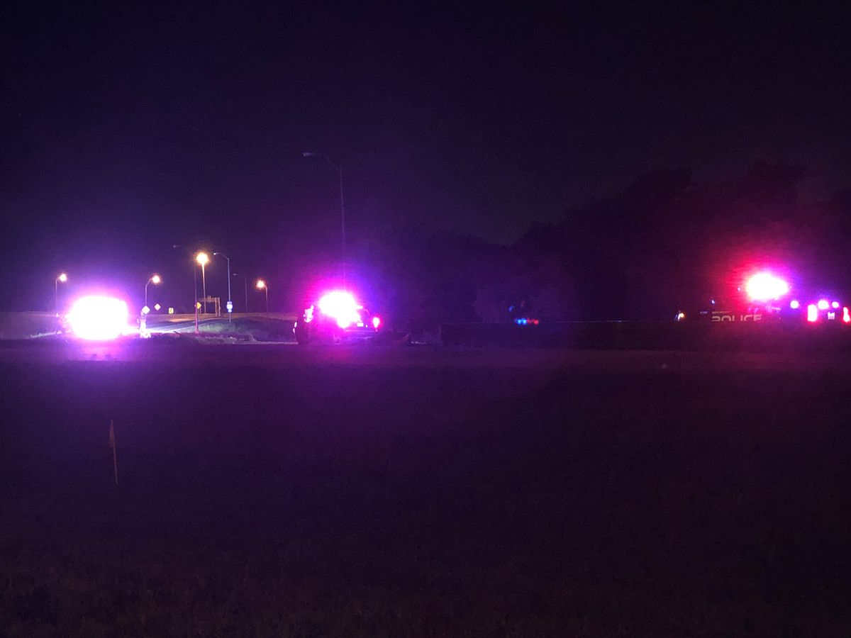 Wreck closes part of Interstate 220