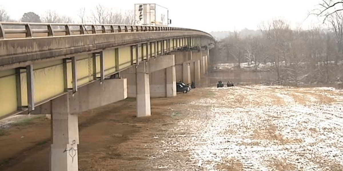Search continues for Ashdown woman in Red River after wreck on I30 bridge