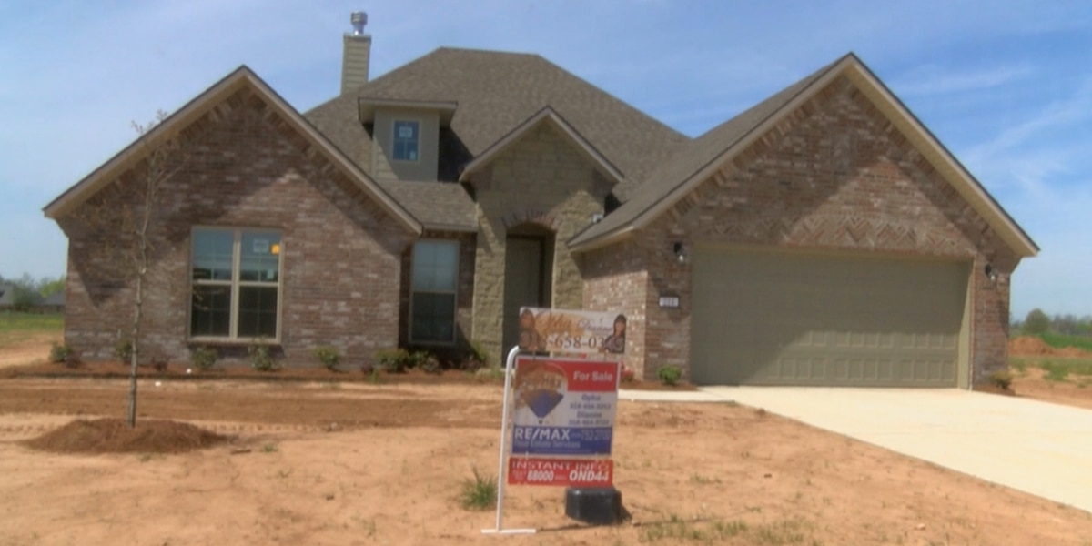 Surprising mortgage rate drop draws attention of potential home buyers