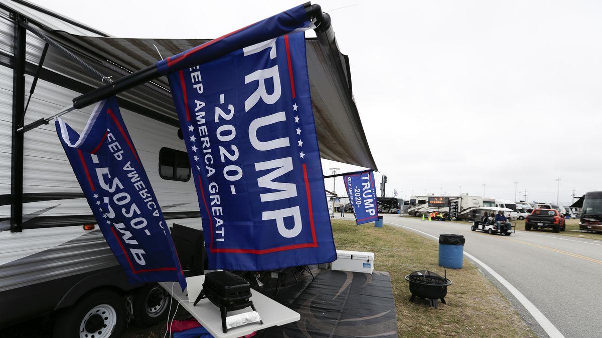 Daytona 500 starts following Trump's parade lap, rain delay