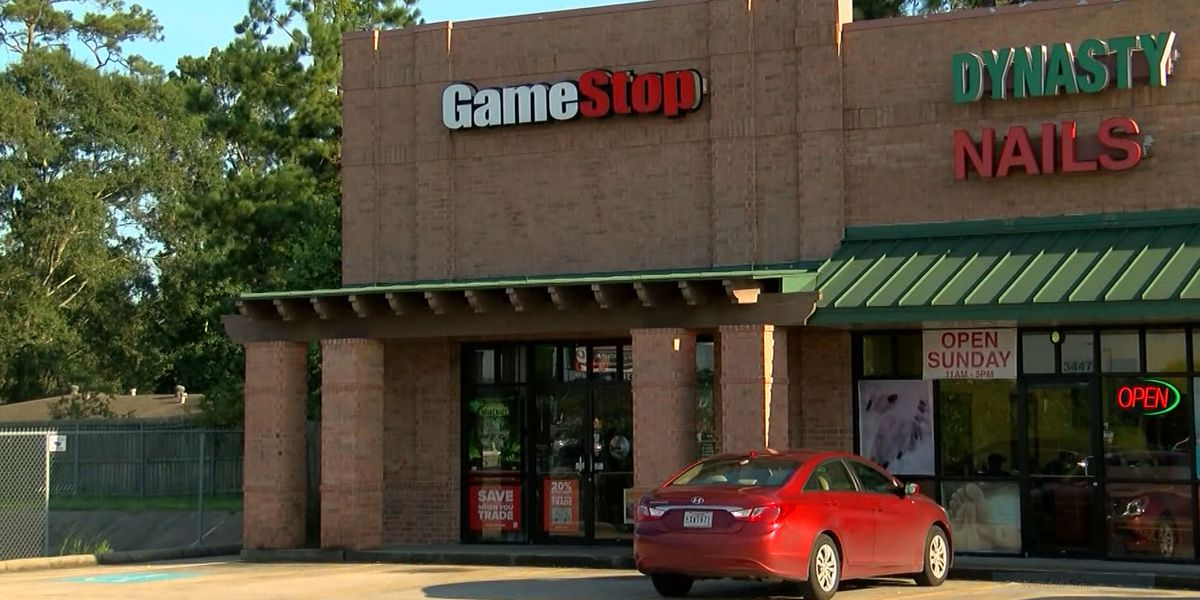 Does smaller, online investors' impact on GameStop, AMC stock mean you should get involved?