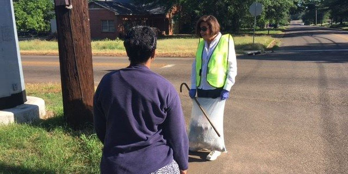Residents of the 2 Texarkanas take part in cleanup