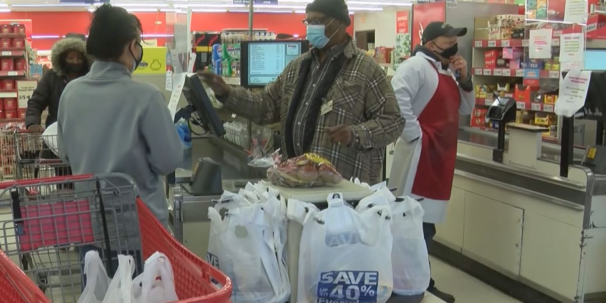 Shoppers head to grocery stores to stock up before winter weather
