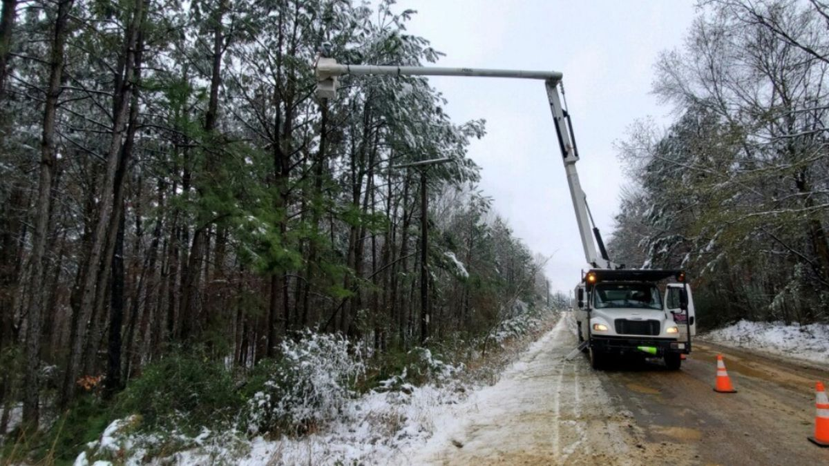 SWEPCO completing power restoration after Sunday snowstorm