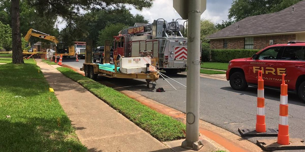 7 residences evacuated after crew ruptures natural gas line