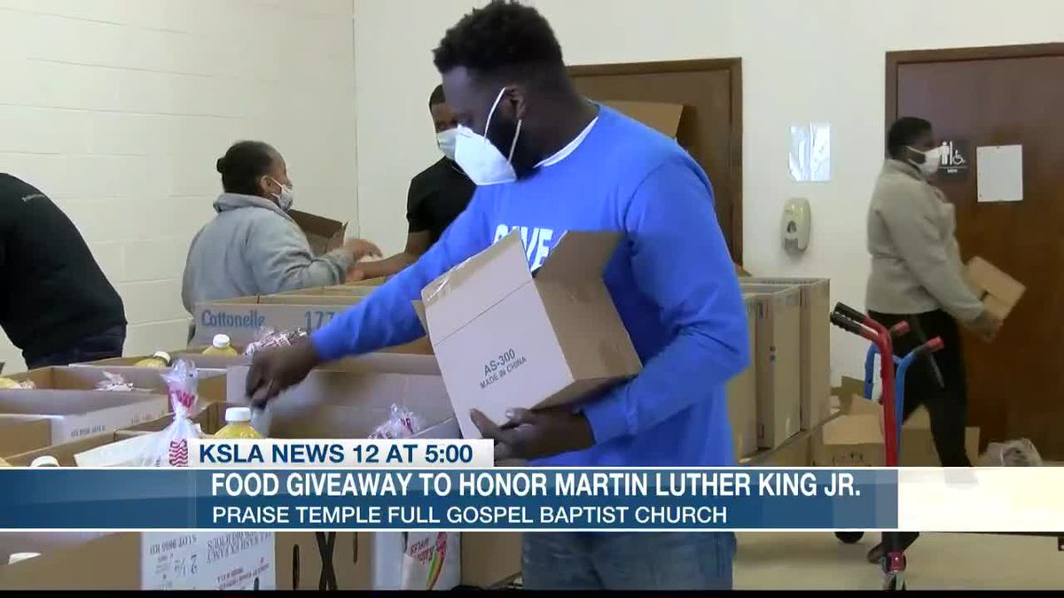 20+ volunteers hand out 300 boxes of food on MLK Day