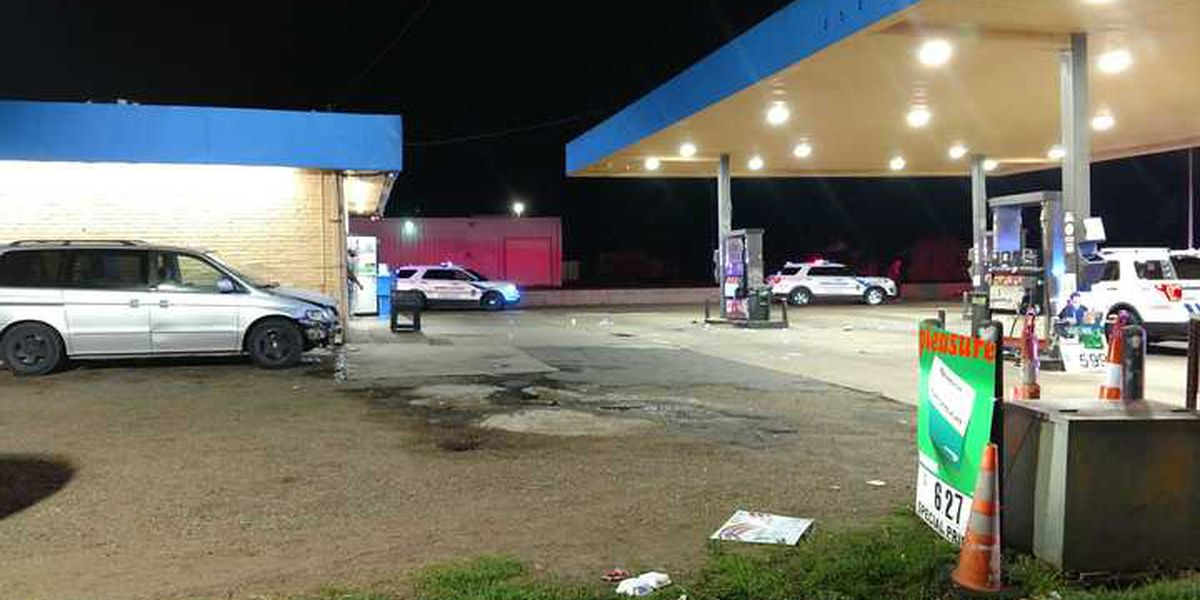 Man shot in chest at Shreveport convenience store; suspect sought