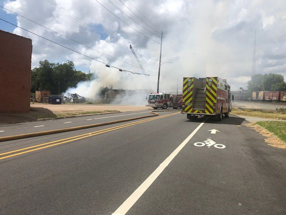 Dozens of Shreveport firefighters fight commercial building fire
