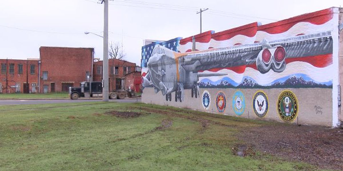 KSLA Salutes: New B-52 bomber mural graces downtown Mansfield
