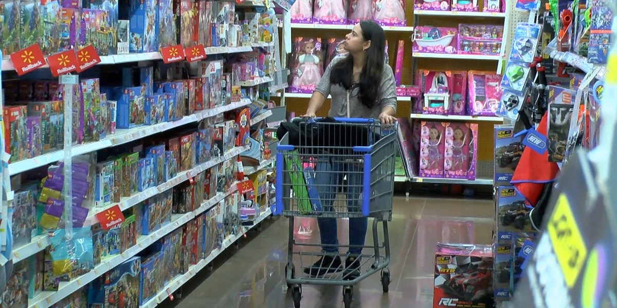 Big retailers catering to last-minute shoppers
