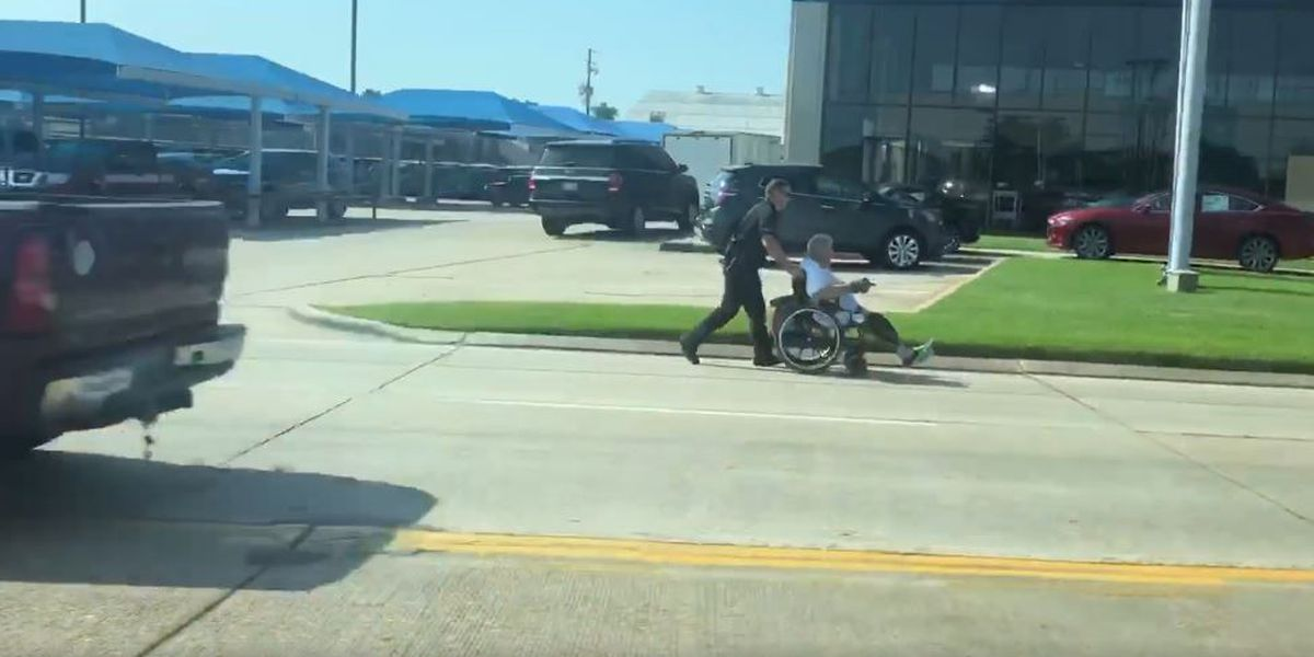 KSLA videographer catches 2 police officers in the act