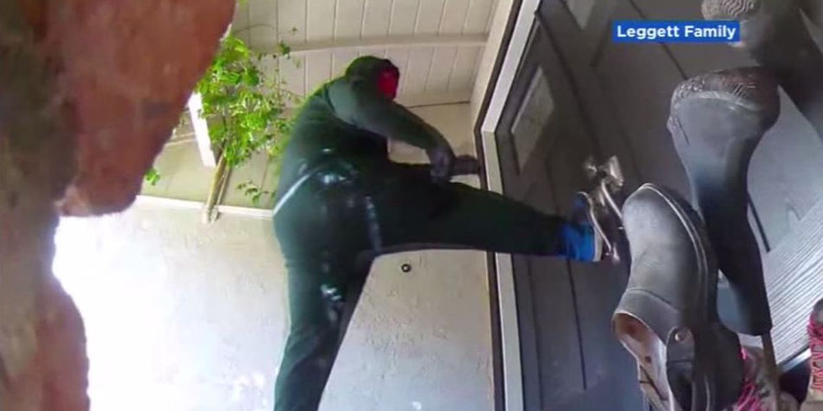Mother scares off masked men who kicked in front door of Calif. home