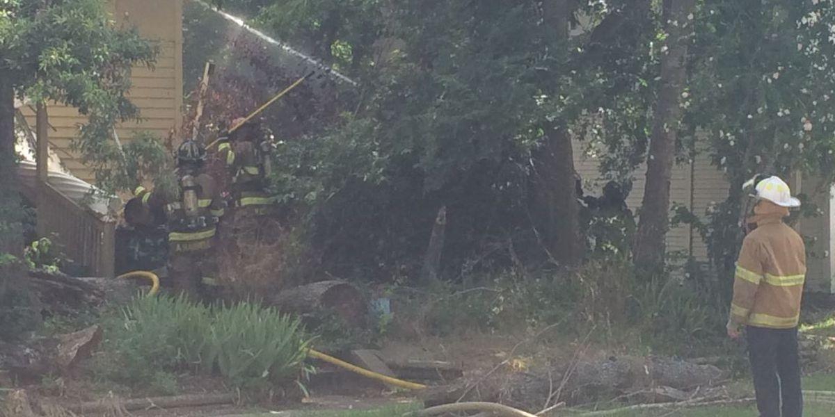 Smoke, flames tear through vacant Shreveport house