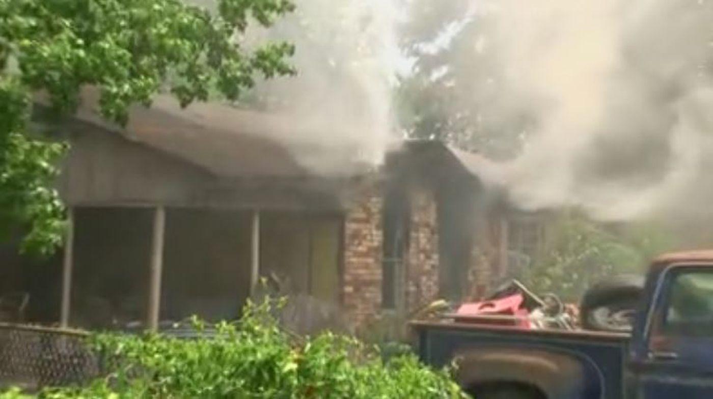 Shreveport family of 3 loses home in midday blaze