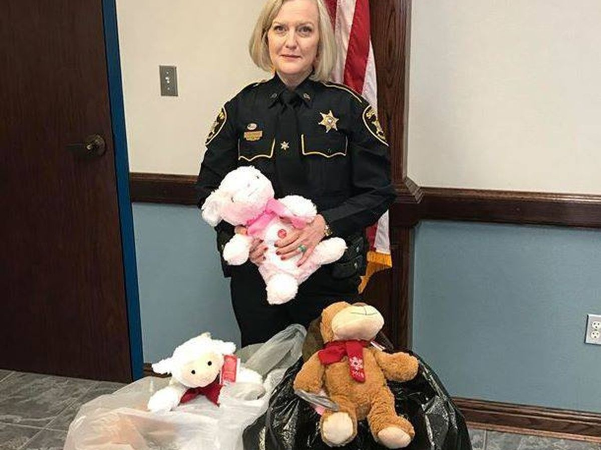ArkLaTex girl donates stuffed animals to help others during tough times