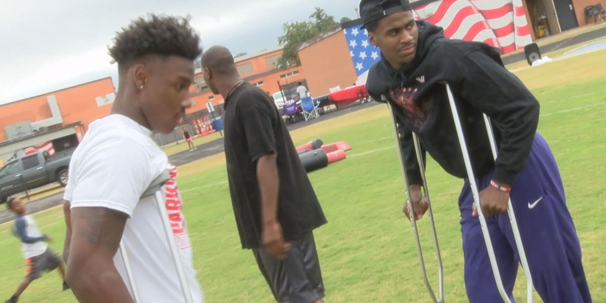 Trainer helps 2 Parkway High athletes recover from injuries