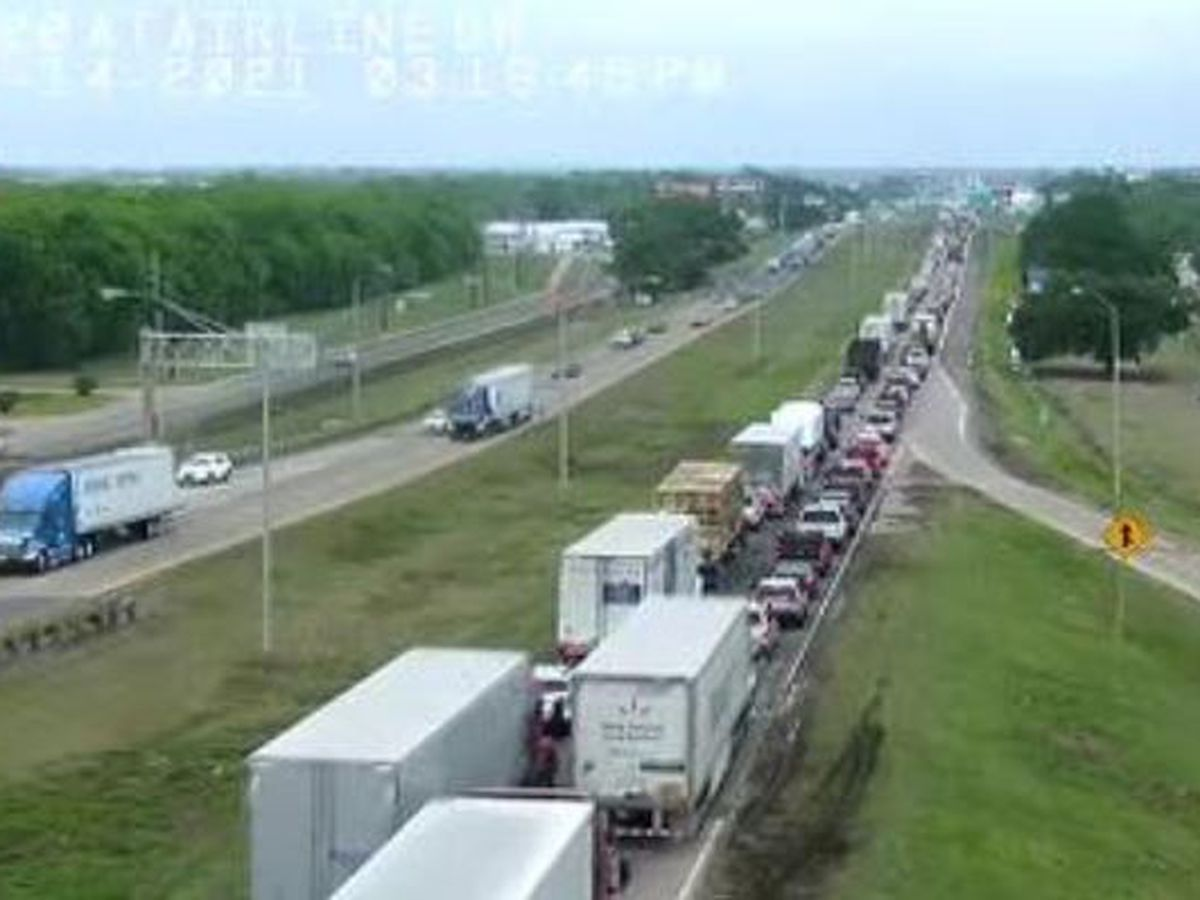 Accident closes part of westbound I-20 in Bossier City