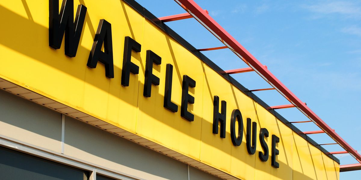 Customers help Waffle House worker left to run diner alone