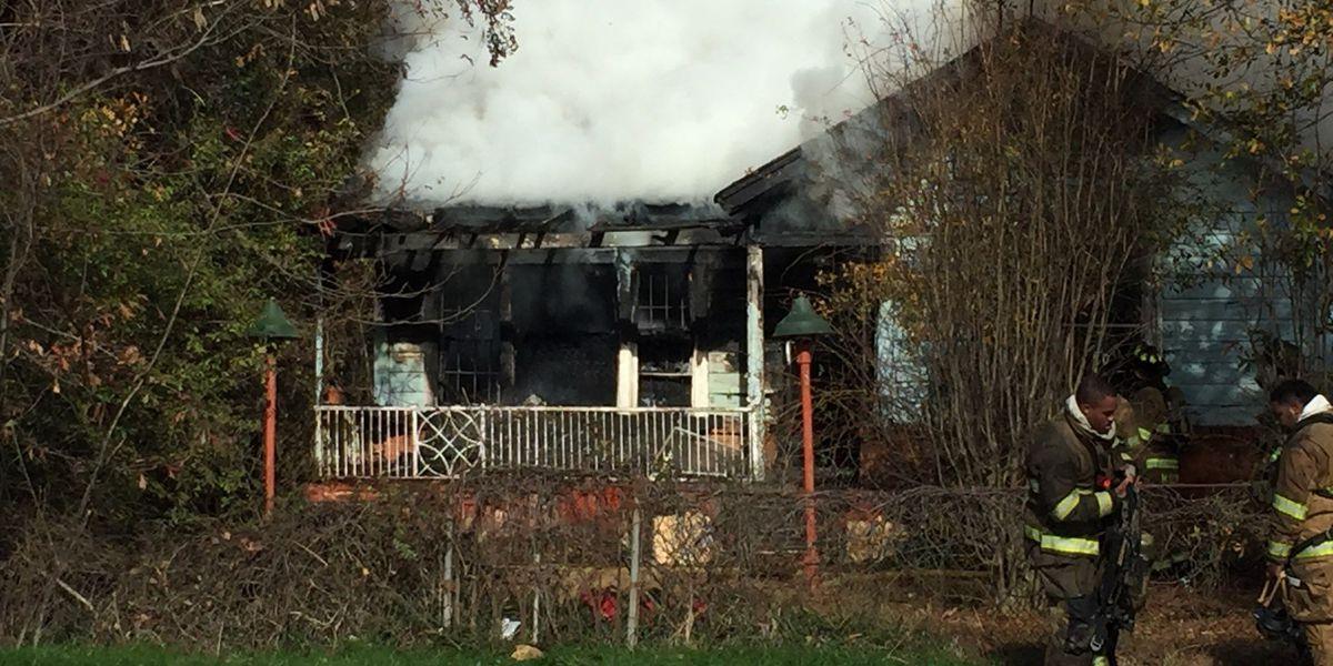Shreveport firefighters extinguish huge blaze at Mooretown home