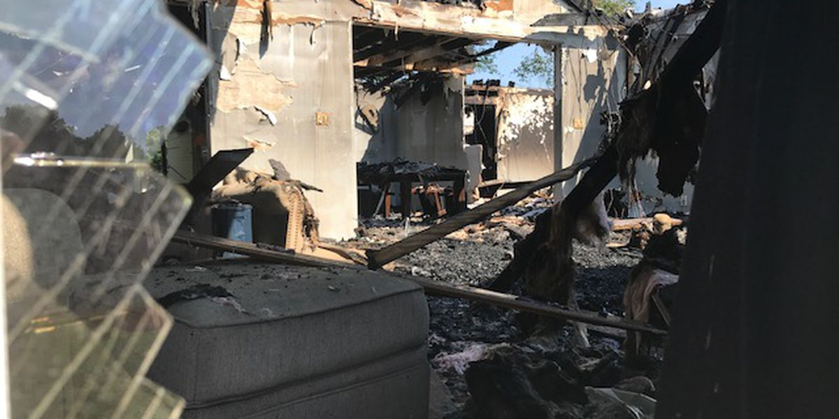 Firefighters escape after roof collapses during house fire in Upshur County