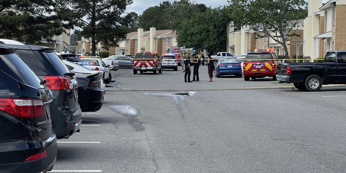 Man dies after being shot multiple times in parking lot at Pines Road apartment complex