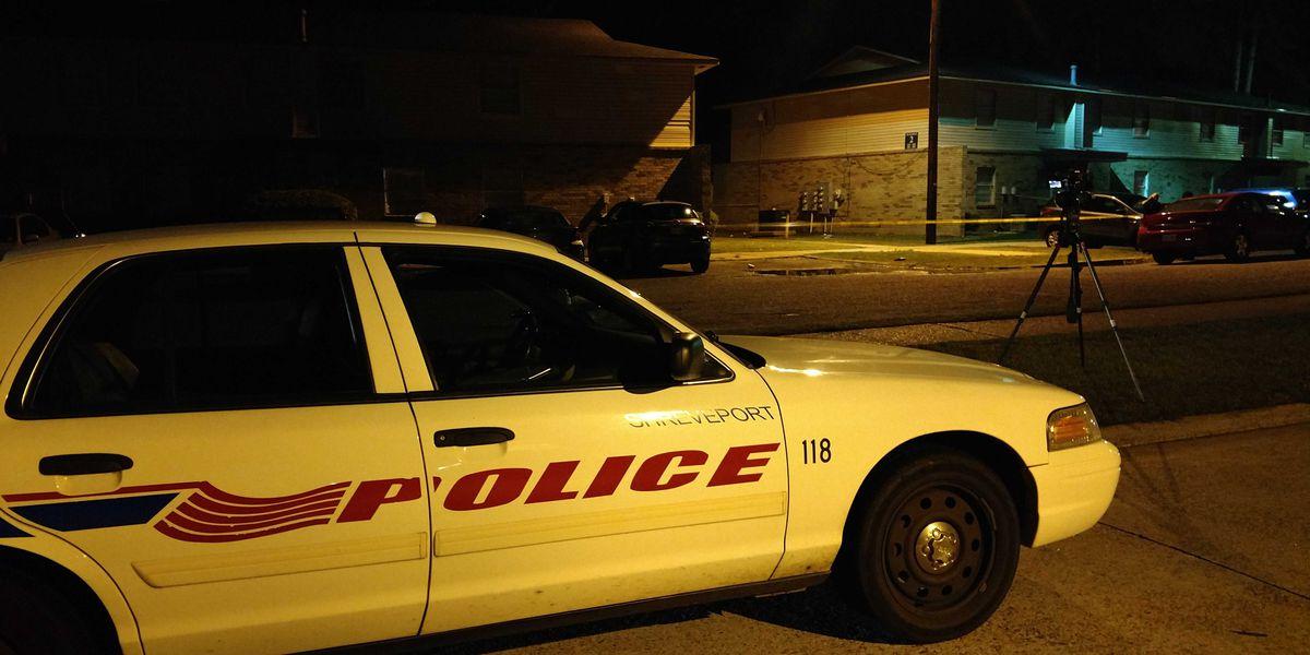 2 shot at west Shreveport apartment complex; suspects sought